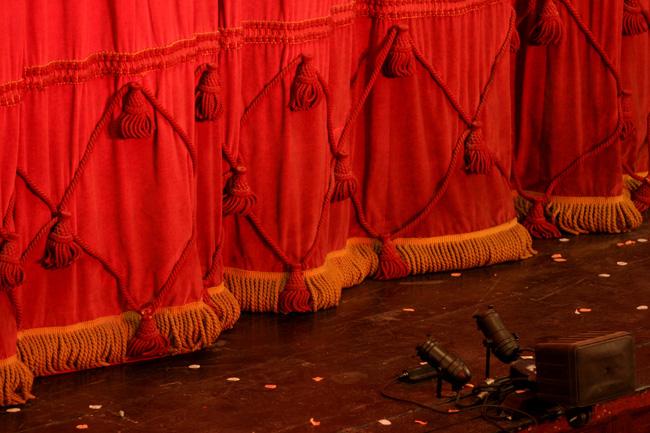 Teatr-na-Łodzi-w-kopenhaskim-porcie-Nyhavn