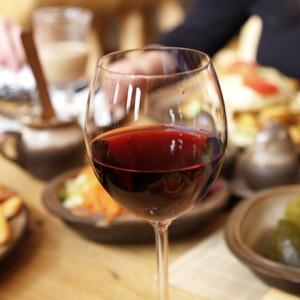 35-Polakow-pije-wino-przynajmniej-kilka-razy-w-miesiacu